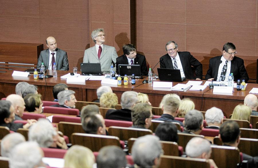 Konferencja naukowa zespołu Antoniego Macierewicza