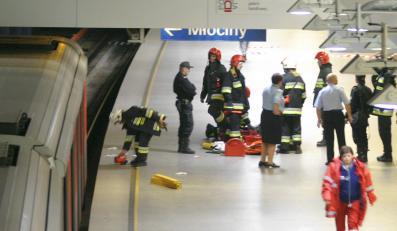Niewidomy wpadł pod metro i przeżył