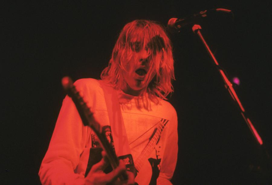 Kurt Cobain podczas koncertu w Londynie w 1991 roku