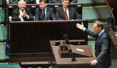 Posłowie PiS w Sejmie i premier Donald Tusk