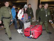 Justyna Kowalczyk wróciła z Soczi w środku nocy. Kibice i tak czekali. ZDJĘCIA