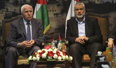 Ismail Haniyeh (jeden z liderów Hamasu) i Azzam al-Ahmad (lider Al-Fatah)