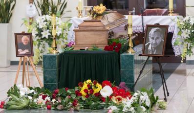 Pożegnanie Tadeusza Różewicza w kaplicy na wrocławskim cmentarzu komunalnym