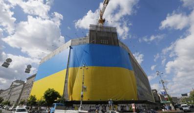 Ukraińska flaga na budynku w Kijowie