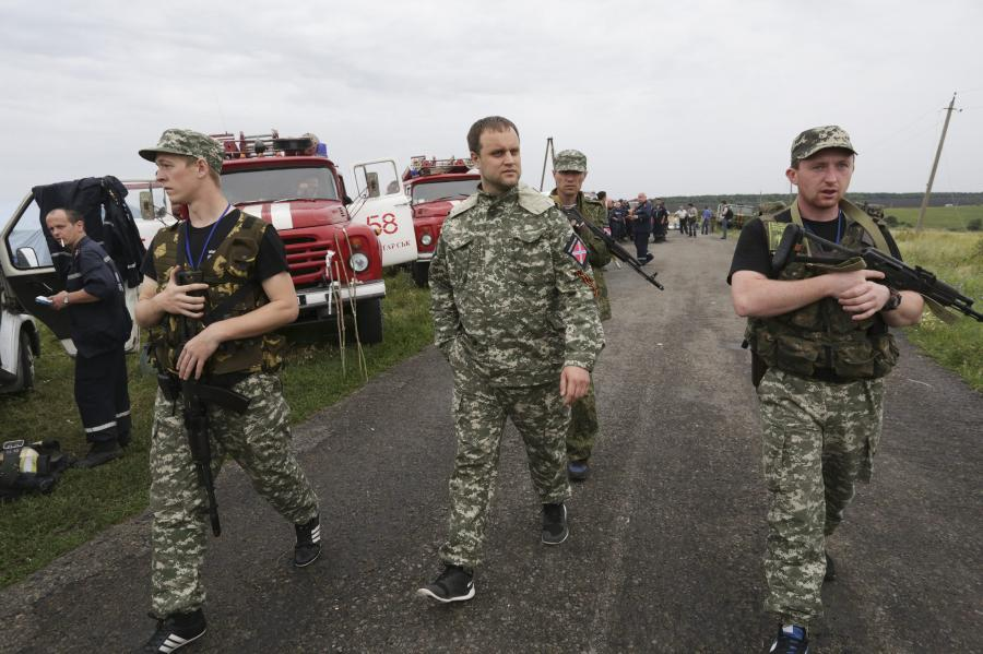 Separatyści oglądają wrak boeinga