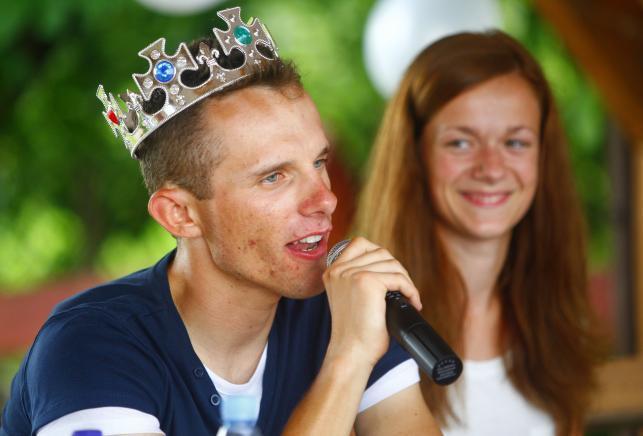Rafał Majka został królem. W rodzinnej wsi założyli mu koronę