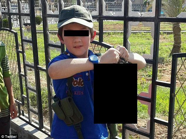 Fotografia chłopca opublikowana przez jego ojca na Twitterze