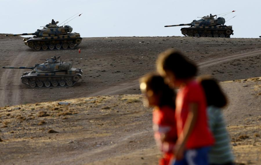 Czołgi na granicy Syrii i Turcji