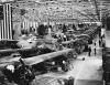 Ostatnie przygotowania przed wysłaniem bombowców Douglas A-20 na wojnę; fabryka w Long Beach w Kaliforni, wrzesień 1942 r.