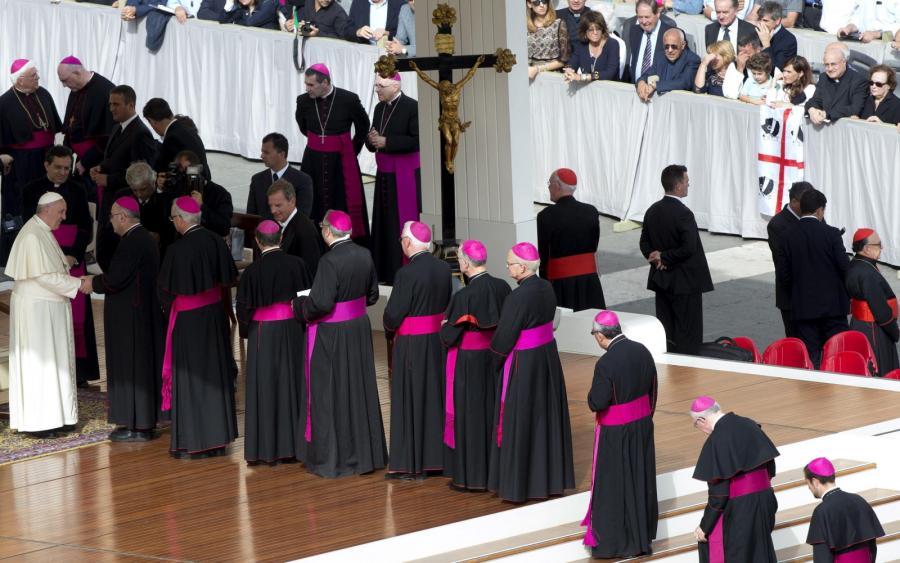 Kardynałowie i biskupi na audiencji generalnej z papieżem Franciszkiem