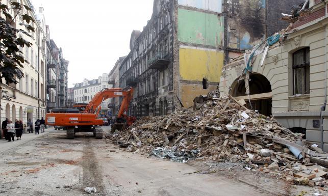 Co zostało z kamienicy po wybuchu? ZDJĘCIA z rozbiórki zawalonego budynku