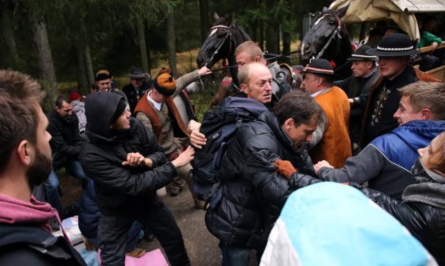 Protest w obronie koni nad Morskim Okiem. Doszło do przepychanek