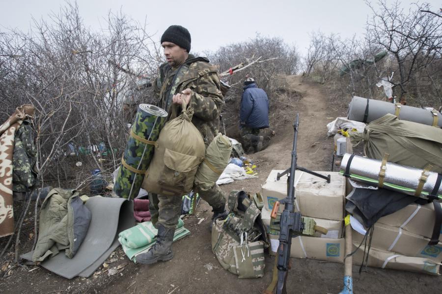 Ukraiński żołnierz niedaleko Ługańska