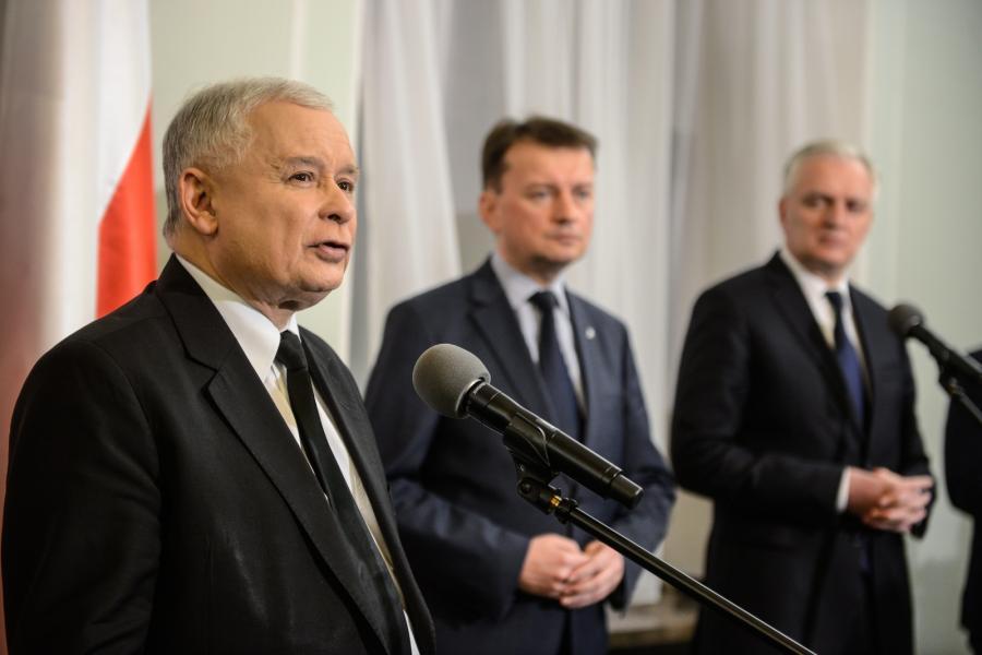Prezes PiS Jarosław Kaczyński, szef klubu PiS Mariusz Błaszczak i prezes Polski Razem Jarosław Gowin