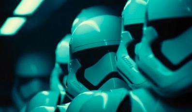 """Oglądaj wszystkie sześć części """"Gwiezdnych wojen"""" na raz"""