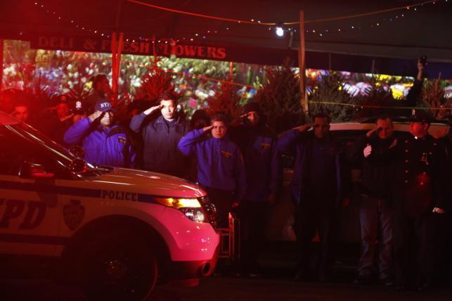 Policjanci w Nowym Jorku oddają hołd zamordowanym kolegom