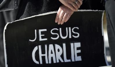 Solidaryzujący się z ofiarami zamachu w Paryżu