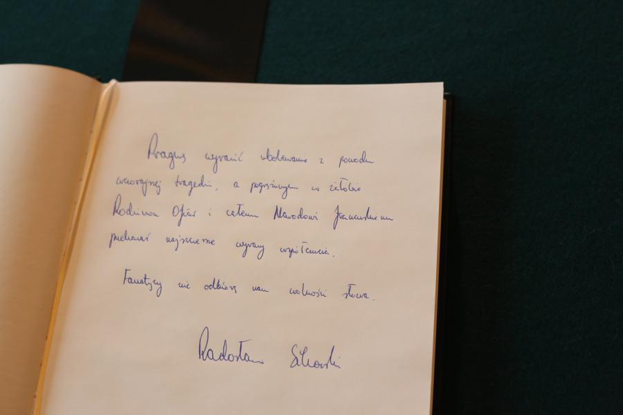Wpis marszałka Radosława Sikorskiego. Świat w reakcji na zamach we Francji