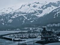 Mieszkańcy tego miasteczka żyją w jednym bloku. Takie rzeczy tylko na Alasce. FOTO