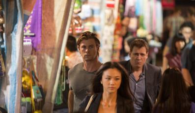 """""""Haker"""" –cybernetyczny thriller zamienia się w wyścig z czasem i serię brawurowych scen akcji"""