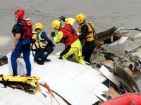 Katastrofa samolotu na Tajwanie. Turbośmigłowiec wpadł do rzeki. ZDJECIA I WIDEO