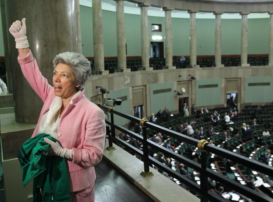 Posłanka Prawa i Sprawiedliwości Nelli Rokita w 2011 roku, podczas rozpoczynającego się trzydniowego posiedzenia Sejmu