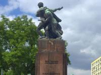 """Pomnik """"czterech śpiących"""" do magazynu. Rosja czeka na wyjaśnienia"""