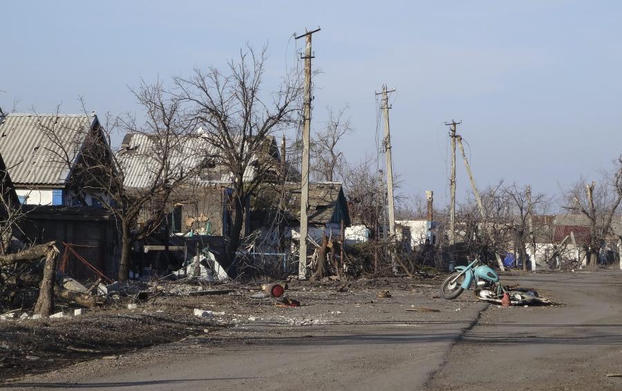 Ostrzelana wieś w Donbasie