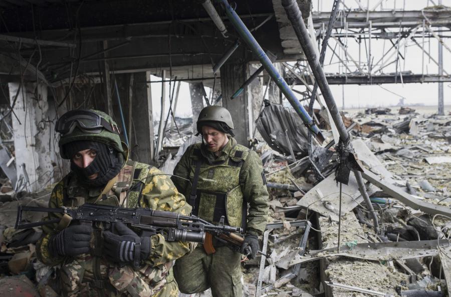 Separatyści w ruinach donieckiego lotniska
