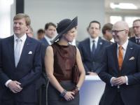 Skandal?! Królowa Holandii odkryła kawał ciała i pogwałciła protokół