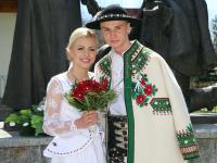 Góralskie wesele Klemensa Murańki. Skoczek narciarski poślubił piękną Agnieszkę. ZDJĘCIA
