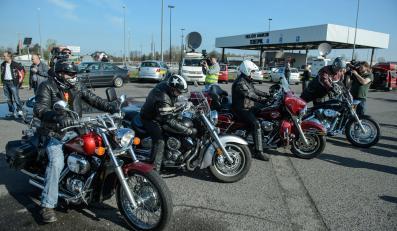 Polscy motocykliści na przejściu w Terespolu