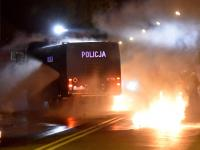 Nocne zamieszki w Knurowie. Chuligani obrzucili policję racami i kamieniami