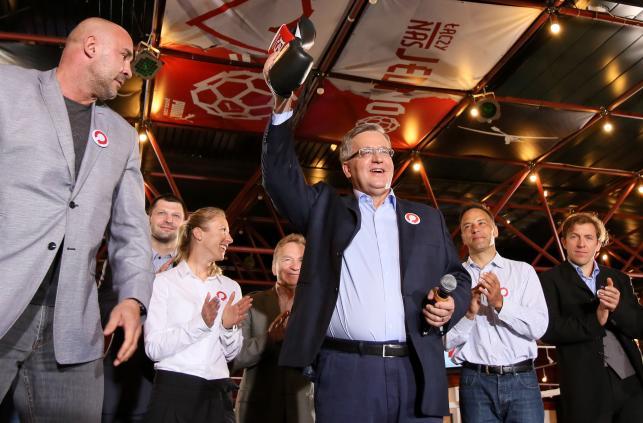 Prezydent Komorowski o głosy słynnych sportowców walczył w ringu