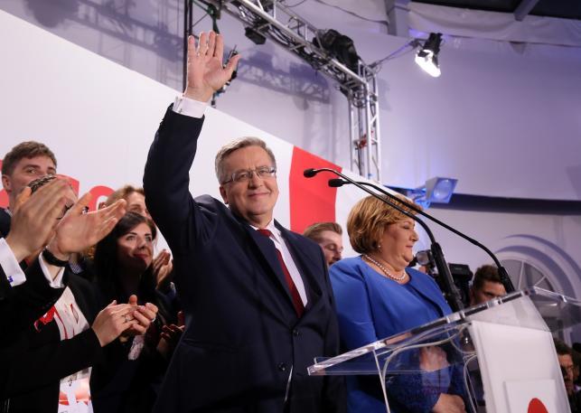 Bronisław Komorowski i Anna Komorowska w czasie wieczoru wyborczego