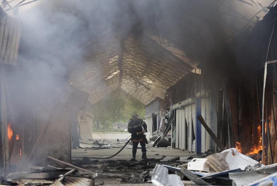 Zniszczony market na przedmieściach Doniecka