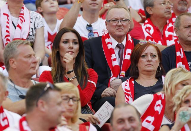 Piękne partnerki piłkarzy, celebryci i VIP-y na meczu Polska - Gruzja