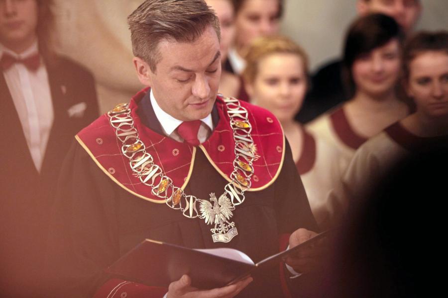 Urząd Stanu Cywilnego w Słupsku. Prezydent miasta Robert Biedroń udziela ślubu