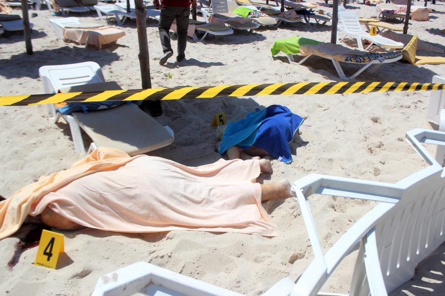 Ciała ofiar zamachu terrorystycznego w Sousse w Tunezji