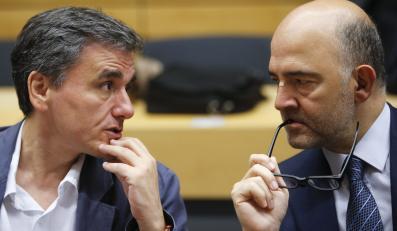 Minister finansów Grecji Euklid Tsakalotos i wiceprzewodniczący Komisji Europejskiej Pierre Moscovici