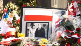 Maria i Lech Kaczyńscy na zdjęciu