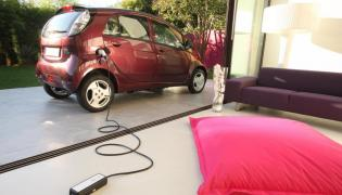 Rząd sypie kasą na nowe samochody z wtyczką