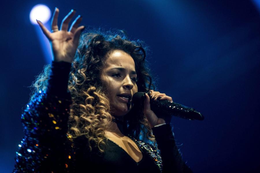 Ella Eyre podczas występu na Sziget Festival 2015