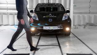 Nissan pracuje nad systemem ostrzegania pieszych