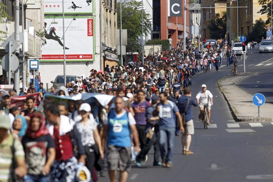 Imigranci na ulicach Budapesztu na Węgrzech