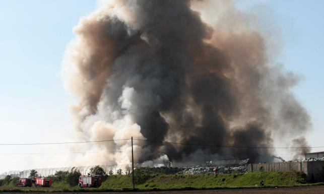 Pożar sortowni śmieci w Dąbrówce Wielkopolskiej w Lubuskiem