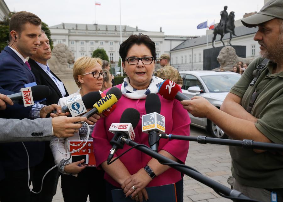Szefowa MSW Teresa Piotrowska przed Pałacem Prezydenckim