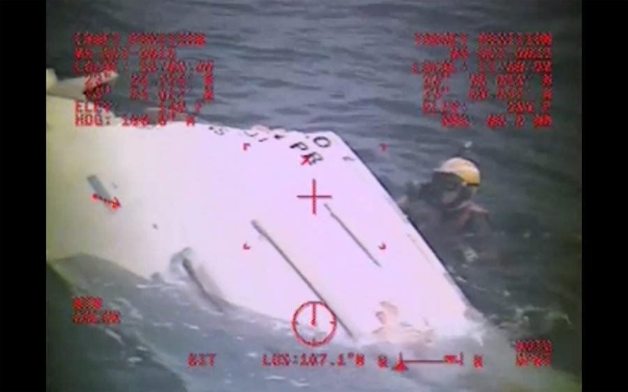 Zniszczona łódź ratunkowa z \
