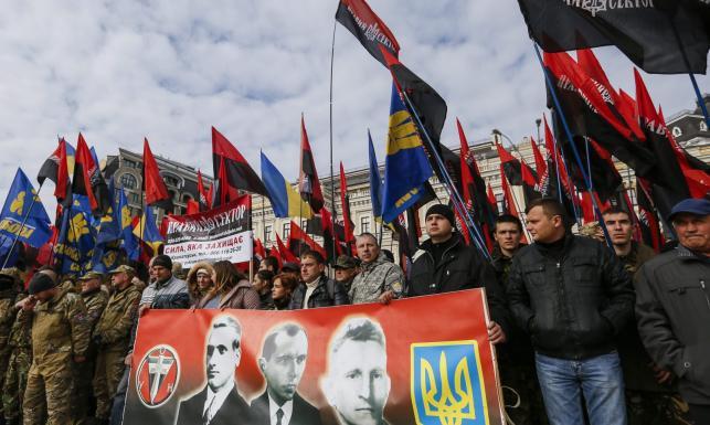 Marsz nacjonalistów przeszedł ulicami Kijowa. Sławili Banderę i UPA. ZDJĘCIA