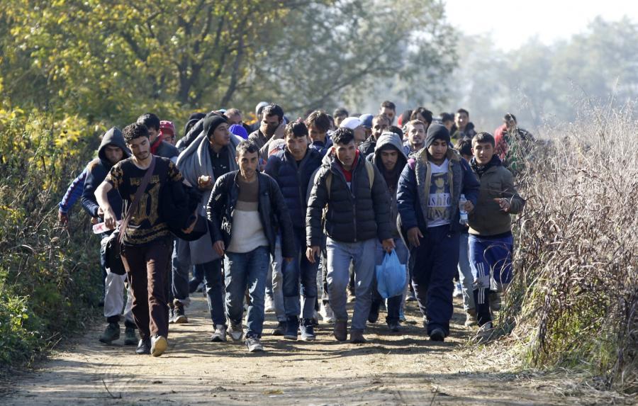 Imigranci w drodze z Chorwacji do Słowenii